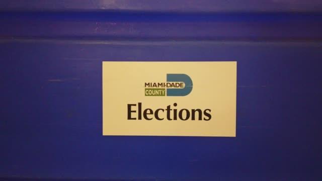 vídeos y material grabado en eventos de stock de sign is seen as workers at the miami-dade county election department move racks of vote-by-mail ballots onto a u.s. post office truck to be delivered... - condado de miami dade