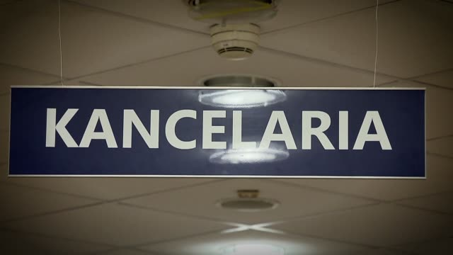 "sign ""kancelaria"" - hinweisschild stock-videos und b-roll-filmmaterial"