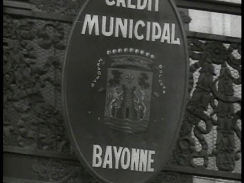 vídeos de stock e filmes b-roll de sign 'municipal bayonne' - 1935