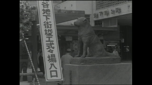 A sign near the Hachiko Statue announces the completion ceremony of the underground shopping center in front of Shibuya Station.