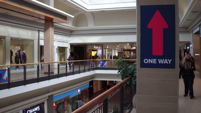 stockvideo's en b-roll-footage met sign of an arrow inside of the fairview mall on november 2, 2020; in toronto, ontario, canada. the shopping mall is almost empty as it is the time of... - plaatselijk monument
