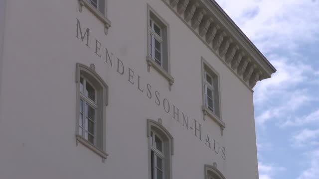 sign of mendelssohn house - sachsen stock-videos und b-roll-filmmaterial