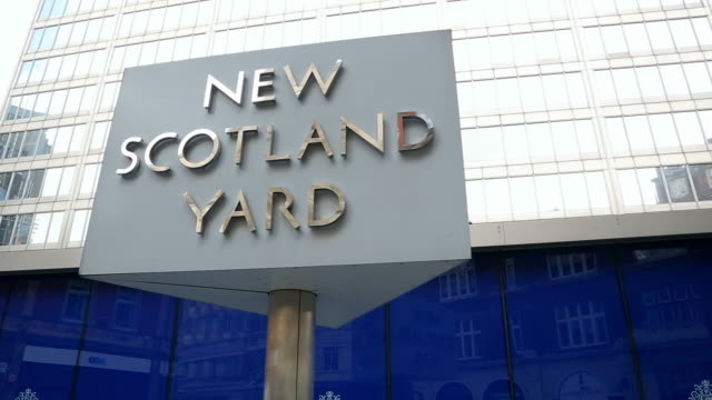 cu sign of new scotland yard / london, england, united kingdom - 英字点の映像素材/bロール