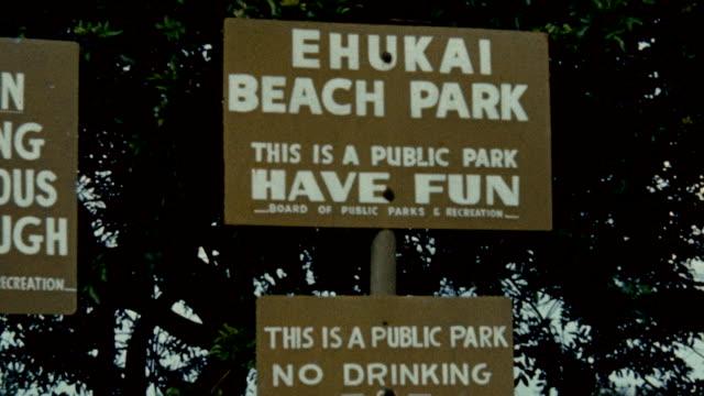 vídeos de stock, filmes e b-roll de sign on beach / butch van artsdalen surfing a classic pipeline hawaiian wave - pipeline wave