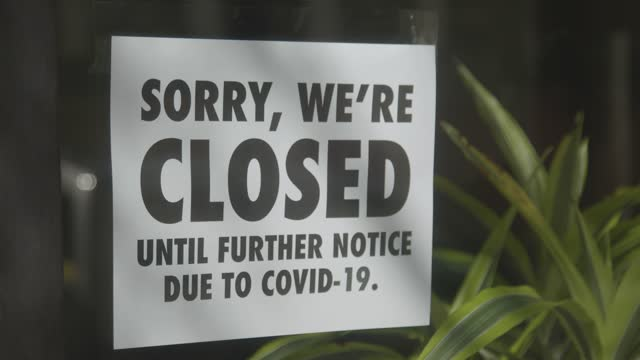 sign on the window of a small business in mount vernon, baltimore, md. - closed sign stock videos & royalty-free footage