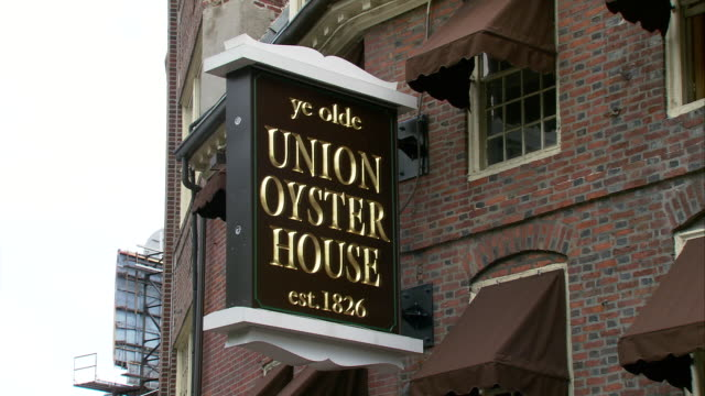 ms sign on union oyster house / boston, massachusetts, usa - scrittura occidentale video stock e b–roll