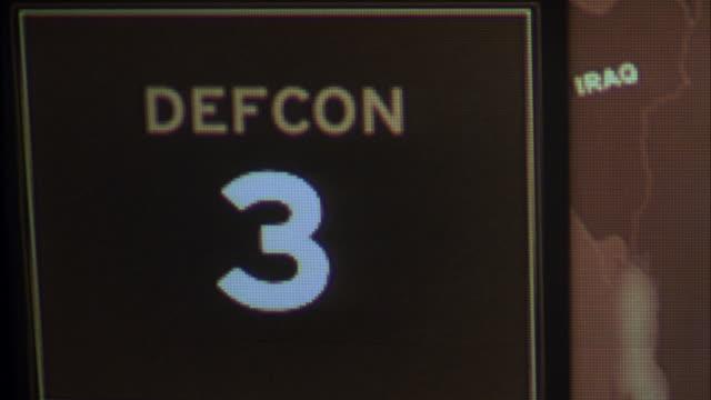 "vídeos de stock e filmes b-roll de cu sign on wall map changes-""defcon 3 to defcon 2,to defcon 1 - prontidão"