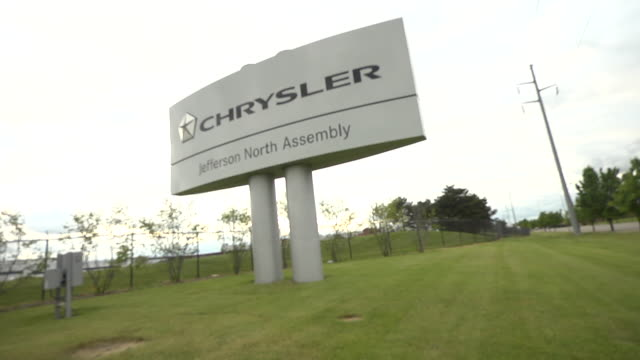 stockvideo's en b-roll-footage met a sign outside the fiat chrysler automobiles jefferson north assembly plant in detroit michigan - chrysler