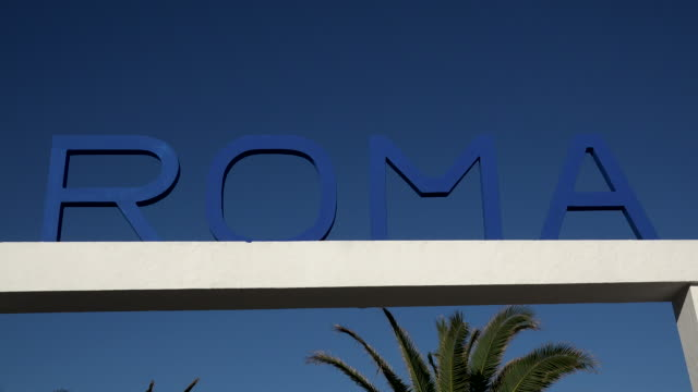 stockvideo's en b-roll-footage met sign roma at lido in viareggio, tuscany, italy - bord bericht