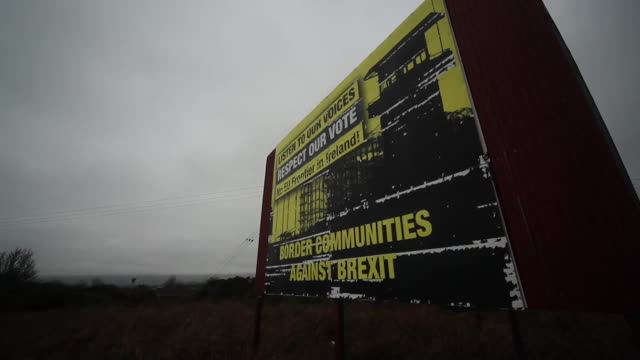 sign saying border communities against brexit along the border road between northern ireland and republic of ireland - straßenrand stock-videos und b-roll-filmmaterial