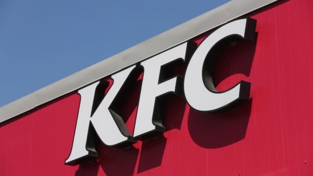 vídeos de stock, filmes e b-roll de a sign sits on display outside the new 24 hour kfc fast food restaurant operated by yum brands inc in moscow russia on monday may 25 2015 shots... - sinal informativo