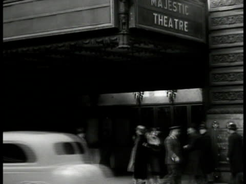 stockvideo's en b-roll-footage met sign 'to rent: theatre' theatre entrance, canopy, pedestrians, broadway, new york city. marquee 'biltmore' & entrance. variety newspaper 'broadway... - bioscoopjournaal