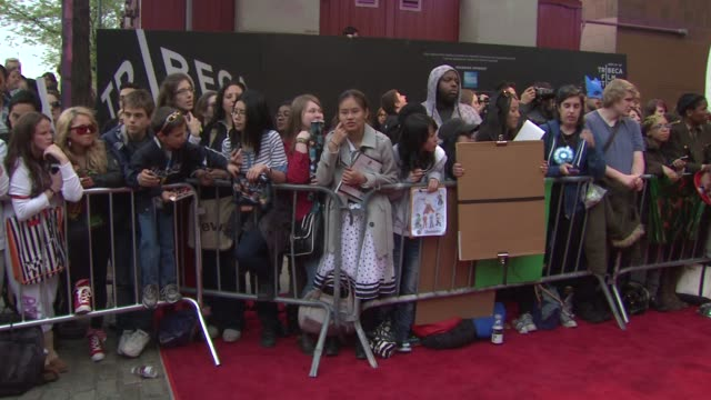 signage and fans at 'marvel's the avengers' premiere 2012 tribeca film festival closing night on 4/28/2012 in new york ny united states - premiere stock-videos und b-roll-filmmaterial