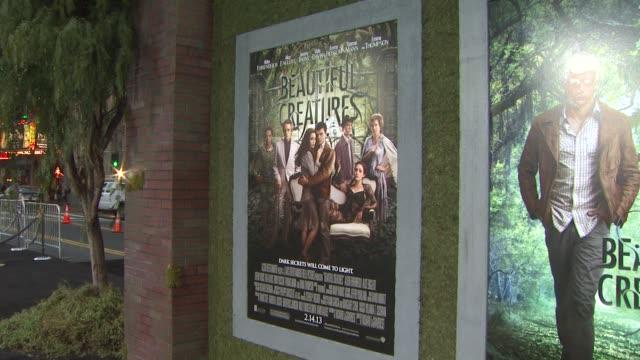 vídeos y material grabado en eventos de stock de signage at beautiful creatures los angeles premiere 2/6/2013 in hollywood, ca. - estreno