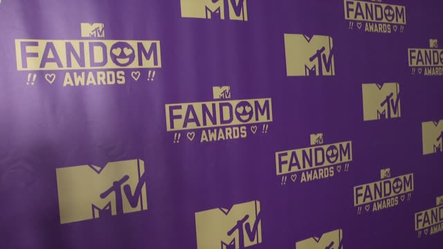 atmosphere signage at comiccon international 2015 mtv fandom awards on july 09 2015 in san diego california - mtv1 stock-videos und b-roll-filmmaterial