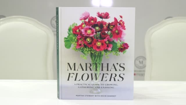 """signage at martha stewart signs copies of her new book """"martha's flowers"""" at macys herald square on april 05, 2018 in new york city. - マーサ スチュワート点の映像素材/bロール"""