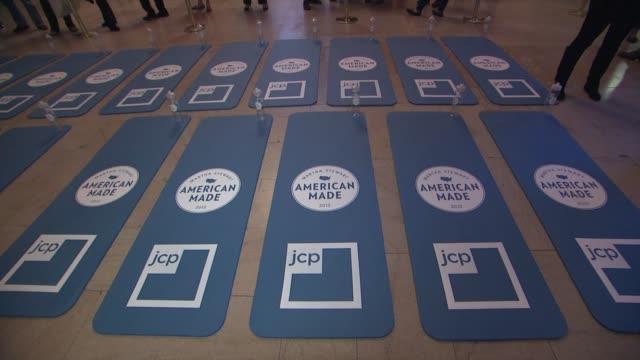 signage at martha stewart's american made program, grand central terminal, nyc at vanderbilt hall at grand central terminal on october 17, 2012 in... - マーサ スチュワート点の映像素材/bロール