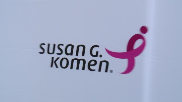 vídeos y material grabado en eventos de stock de signage at pathway to the cure for breast cancer a fundraiser benefiting susan g komen at santa monica airport on june 11 2014 in santa monica... - the cure