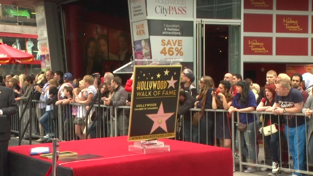 stockvideo's en b-roll-footage met signage at scarlett johansson honored with star on the hollywood walk of fame atmosphere signage at scarlett johansson honored on may 02 2012 in... - hollywood walk of fame