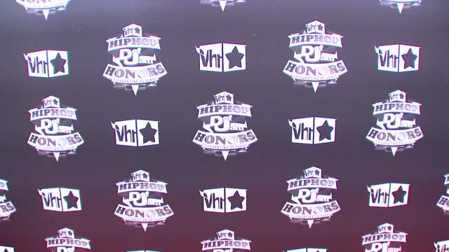 signage at the 2009 vh1 hip hop honors red carpet at new york ny - vh1 stock-videos und b-roll-filmmaterial