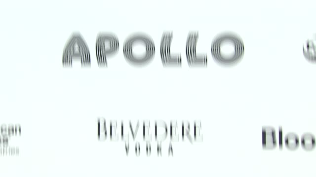vídeos de stock e filmes b-roll de signage at the 2010 apollo theater benefit concert awards ceremony arrivals at new york ny - benefit concert