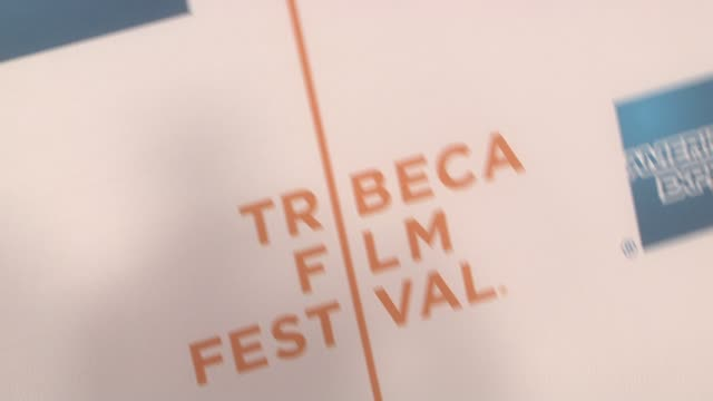 vidéos et rushes de signage at the 90 miles the documentary premiere at the 7th annual tribeca film festival at the borough of manhattan community college / tribeca... - collège communautaire