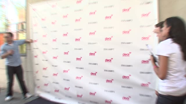 signage at the amanda bynes to host launch party to celebrate her new clothing line dear, from apparel store steve & barry's in new york at sushi... - アマンダ バインズ点の映像素材/bロール