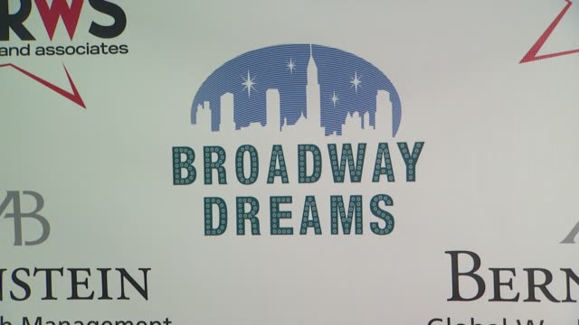 vídeos de stock e filmes b-roll de signage at the broadway dreams foundation champagne and caroling gala arrivals at celsius on december 10 2012 in new york new york - aparelhagem de áudio