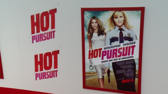 """signage at the """"hot pursuit"""" los angeles premiere at tcl chinese 6 theatres on april 30, 2015 in hollywood, california. - 格朗曼的中國劇院 個影片檔及 b 捲影像"""