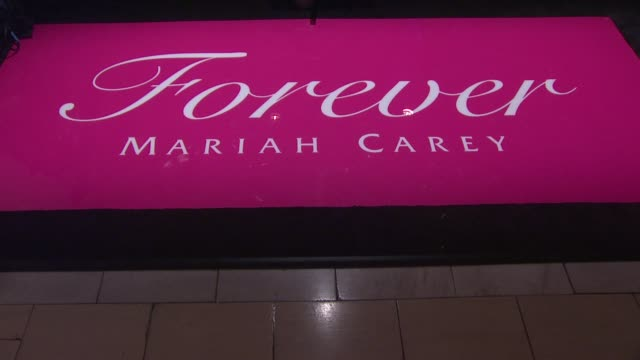 vídeos y material grabado en eventos de stock de signage at the mariah carey showcases her new fragrance 'forever' at macy's herald square at new york ny - macy's