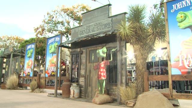 vídeos de stock, filmes e b-roll de signage at the 'rango' premiere at westwood ca - westwood