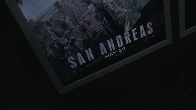 stockvideo's en b-roll-footage met atmosphere signage at the san andreas los angeles world premiere at tcl chinese theatre on may 26 2015 in hollywood california - mann theaters