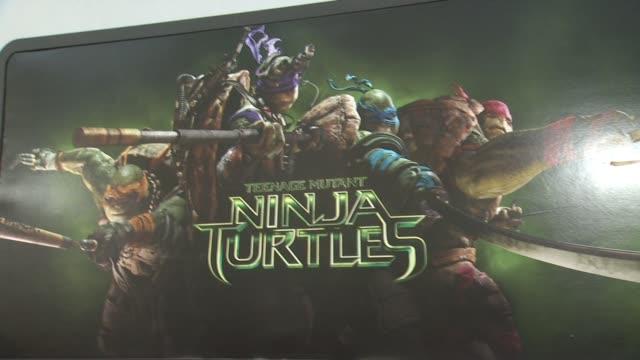 "signage at the ""teenage mutant ninja turtles"" los angeles premiere at regency village theatre on august 03, 2014 in westwood, california. - ミュータント・タートルズ点の映像素材/bロール"