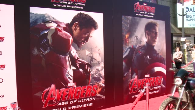 "vídeos de stock, filmes e b-roll de signage at the world premiere of marvel's ""avengers: age of ultron"" at dolby theatre on april 13, 2015 in hollywood, california. - estreia"