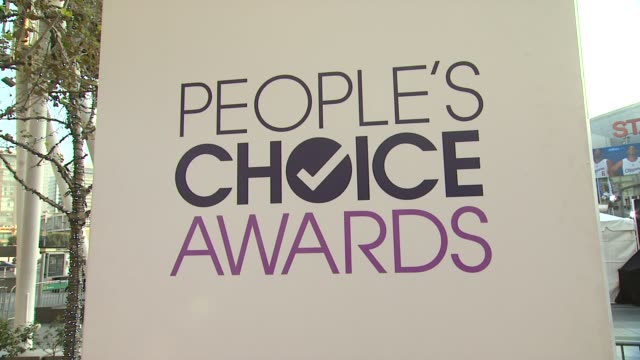signage, fans at 40th annual people's choice awards - arrivals at nokia theatre l.a. live on in los angeles, california. - people's choice awards stock videos & royalty-free footage