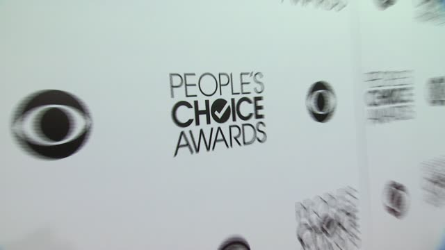 stockvideo's en b-roll-footage met signage, fans at 40th annual people's choice awards - arrivals at nokia theatre l.a. live on in los angeles, california. - people's choice awards