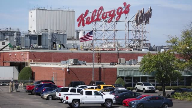 signage is displayed outside the kellogg company cereal plant in memphis tennessee us on tuesday oct 3 photographer luke sharrett shots full shot of... - cereal plant stock-videos und b-roll-filmmaterial