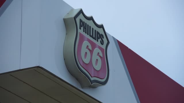signage of a phillips 66 gas station in wheeling il on january 28 2017 shots panning and wide shots of gas station and signage as cars coming in for... - conocophillips stock-videos und b-roll-filmmaterial