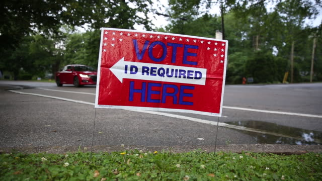 signage outside a polling station in louisville kentucky us on tuesday may 22 2018 - wahllokal stock-videos und b-roll-filmmaterial