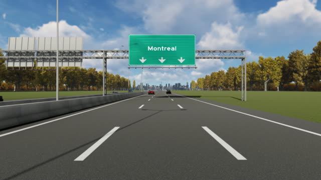 hinweis auf dem highway, der die einfahrt nach kanada, montreal city 4k stock video anzeigt - montréal stock-videos und b-roll-filmmaterial