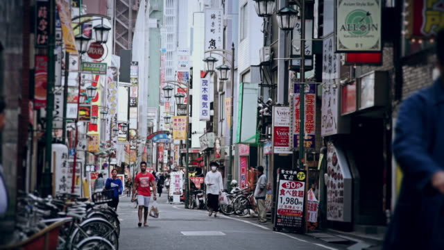 sign-covered tokyo shopping street - tag stock-videos und b-roll-filmmaterial