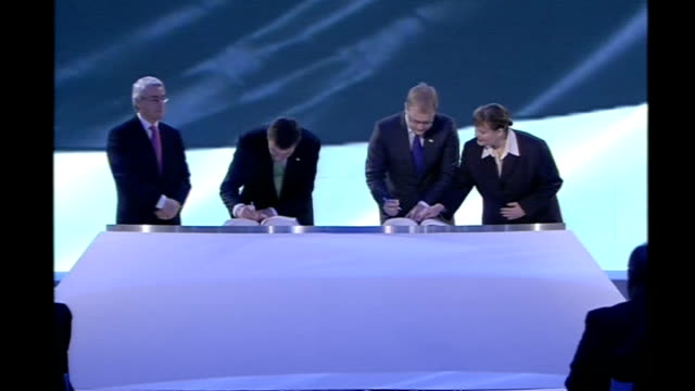 signing of european union reform treaty in lisbon gordon brown criticised for absence portugal lisbon jeronimos monastery photography *** ministers... - 欧州共同体点の映像素材/bロール