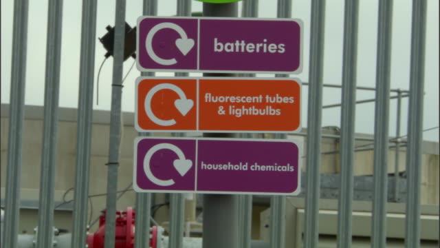 vídeos de stock, filmes e b-roll de ms, signs at recycling centre, ardley, oxfordshire, united kingdom - oxfordshire