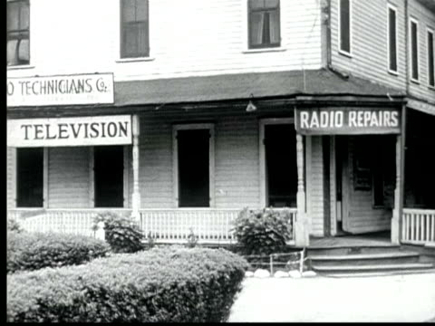 stockvideo's en b-roll-footage met 1945 b/w montage signs + fronts of several television + radio repair shops / usa / audio - winkelbord
