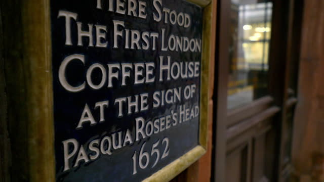 signs of historic london coffee houses - inghilterra video stock e b–roll