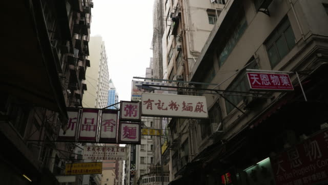 signs of street market / hong kong - esotismo video stock e b–roll