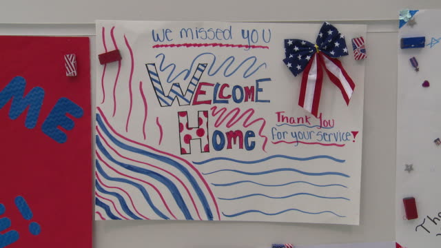 signs, posters and banners at the airport to welcome home returning us military personnel - ホームカミング点の映像素材/bロール