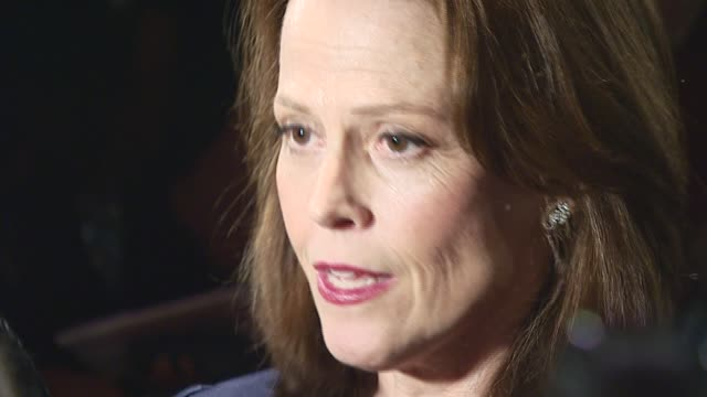 stockvideo's en b-roll-footage met sigourney weaver/ actress at the 'infamous' premiere at directors guild association theatre in new york, new york on october 9, 2006. - sigourney weaver
