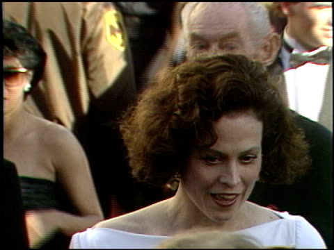 sigourney weaver at the 1989 academy awards at the shrine auditorium in los angeles california on march 29 1989 - sigourney weaver stock videos & royalty-free footage