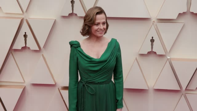 sigourney weaver at the 92nd annual academy awards at dolby theatre on february 09, 2020 in hollywood, california. - sigourney weaver stock videos & royalty-free footage